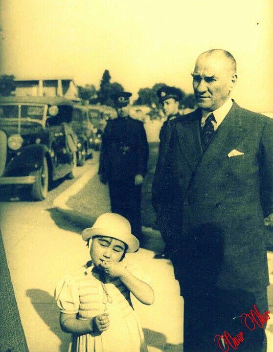 """""""Atatürk, yataktan kalkamayacak kadar hastalığı ağırlaştığında, artık beş buçuk yaşına gelmiş olan Ülkü'yü hemen her gün yanına çağırtacak, hiç olmazsa beş on dakika onunla birlikte olacaktı.  Atatürk, girdiği ilk komadan çıkınca Ülkü'nün yine yanına gelmesini isteyecek ve ona son kez seslenecekti:  """"-Ülkü, Ankara'ya babanın yanına gideceksin, beni orada bekleyeceksin ve 29 Ekim'den evvel ben geleceğim.""""  Atatürk, öldüğünde, Ülkü'nün yanında olmasını istemiyordu...""""   Çetin Yetkin - Atatürk…"""