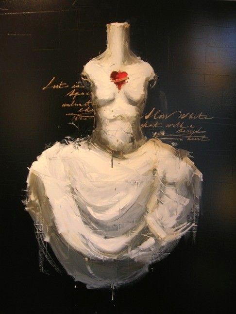 """""""Il pittore delle Anime"""". Così è stato definito Luca Bellandi, che sin dall'inizio del suo percorso artistico ferma sulla tela il soffio dello Spirito nei suoi Manichini Eterei. Soggetti delicati, dalla gestualità tipicamente femminile, pronti ad immergersi nel mondo delle loro passioni. Ma quell'Anima che fino ad allora era solo un Manichino, adesso, pian piano, si scopre Donna, bellissima, di quella bellezza del Peccato Originale, la tentazione di Adamo…"""