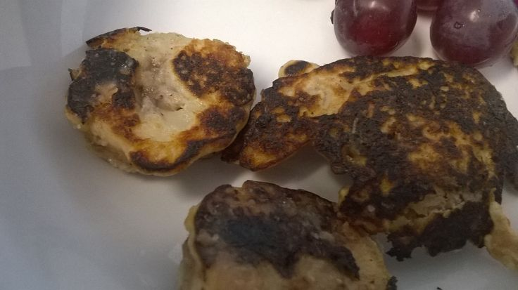 Used the other half a banana and left over buckwheat pancake batter to make these tasty banana fritters, perfect sweet snack after cycling to work #IQS