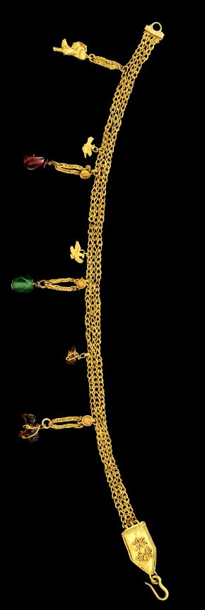 A GREEK GOLD STRAP BRACELET HELLENISTIC PERIOD, CIRCA 4TH CENTURY B.C.