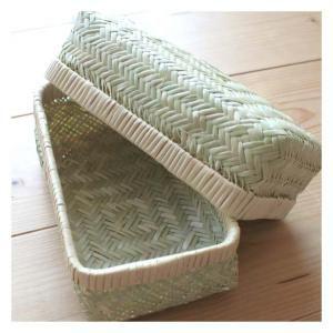 [スズ竹のお弁当箱|昔ながらの手仕事雑貨] 秋田の職人の手仕事、スズ竹のお弁当箱です。東北地方で採れるスズ竹をアジロ編みという方法で編み上げています。湿気がこもらずおにぎりがおいしくなると評判のお弁当箱です。
