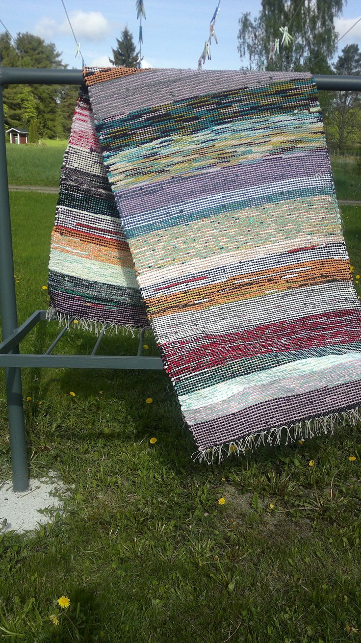 The old way to make carpets.