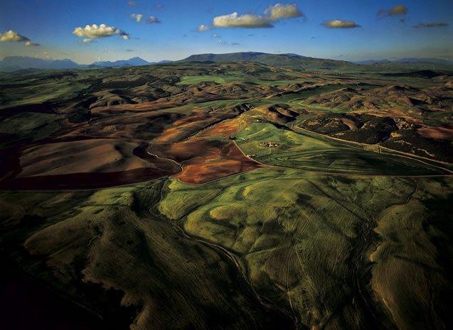 YannArthusBertrand2.org - Fond d écran gratuit à télécharger || Download free wallpaper - Vallée près de El Mahdia, wilaya de Sétif, Algérie (36°10' N - 5°15' E).