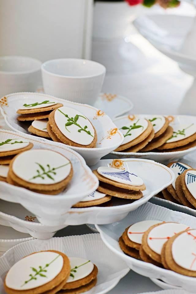 Royal Copenhagen Elements cakes on Elements dishes
