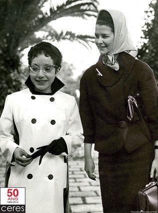 Deux belles plumes dans les jardins de Tunis 1966. Albertine Sarrazin (à gauche), 28 ans dont huit derrière les barreaux, le phénomène littéraire du milieu des années soixante est à Tunis.