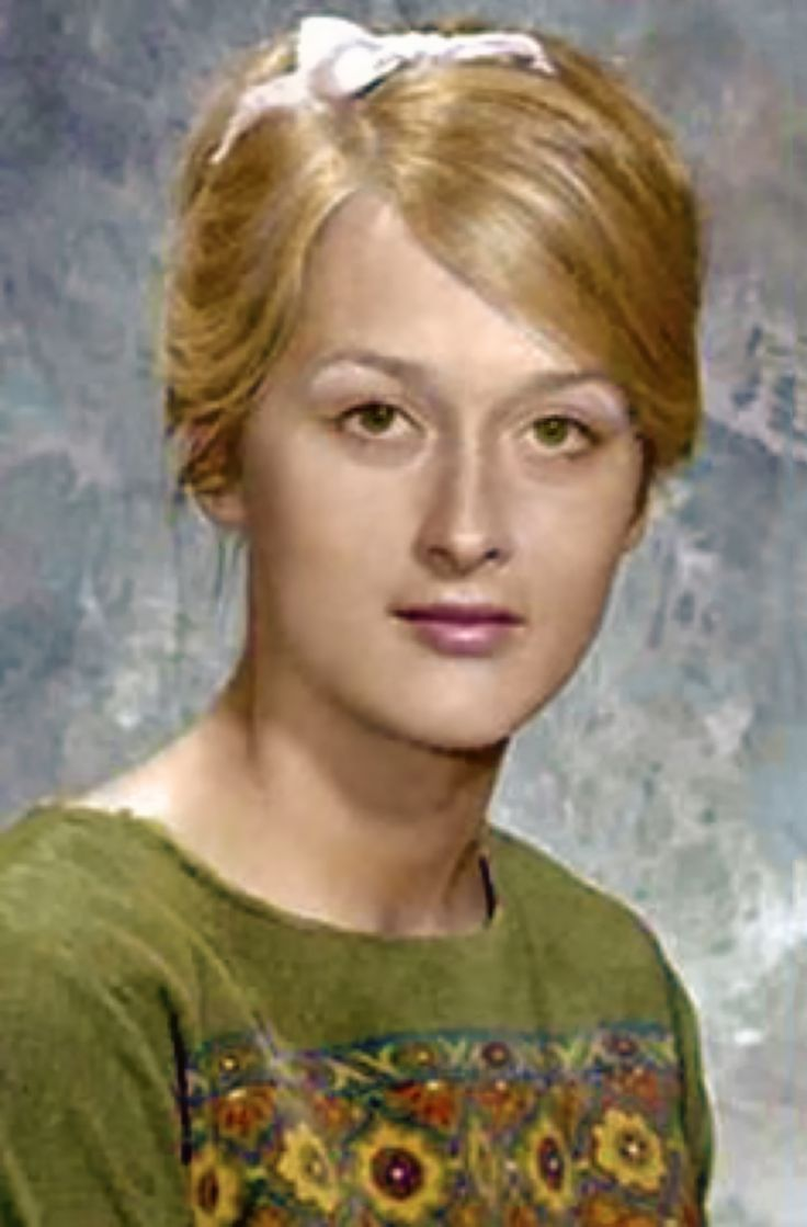 Young Meryl Streep - you can see that her daughter Grace takes after her Mom in looks!