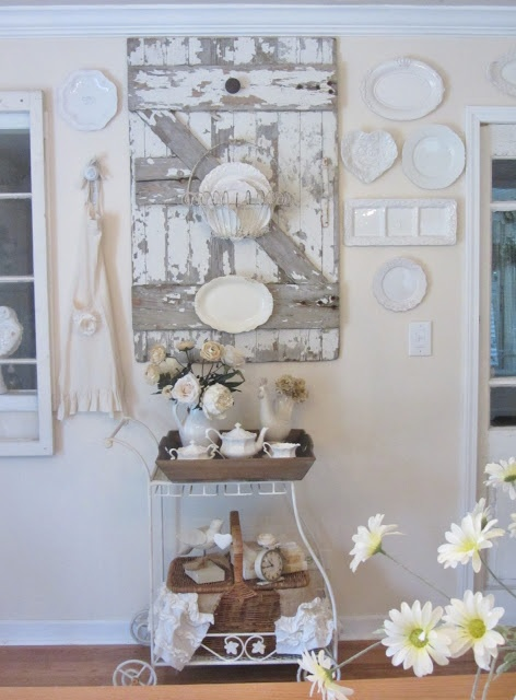 Love the chippy barn door ! (from Junk Chic Cottage)