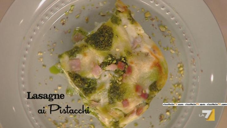 """Aprile. Lasagne ai pistacchi. Abbiamo visto Benedetta Parodi preparare questa ricetta durante la puntata """"Menu Dedicato a Lui""""... Che abbia letto la nostra news (http://www.noberasco.it/it/news/news_dettaglio.asp?IDNews=403) sui pistacchi?"""