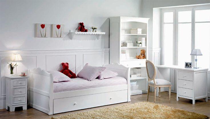Dormitorio juvenil con cama nido de tipo barco. Decoración en blanco y rojo. ¡Precioso!