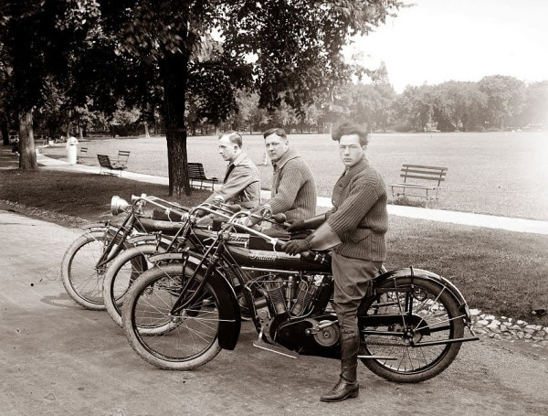 Brochette d'indians.: Photos, Vintage Motorcycles, Indians Motorcycle, Cars, Indian Motorcycles, Three Indian, Indian Bikes, 1915