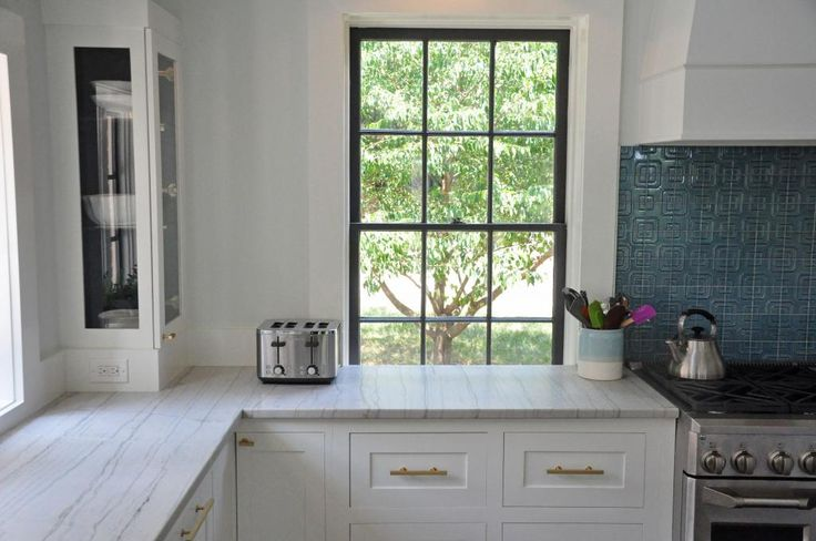 As a follow up to my garage-to-kitchen reno (http://ths.gardenweb.com/forums/load/kitchbath/msg0716110531942.html?80) I wanted to share some pictures of the countertop in front of windows. I know this is a problem for lots of folks in old homes, and I was boggled about what to do... Cut a deeper cou...