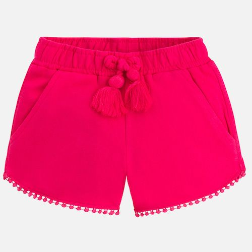 Nice and comfortable girl shorts made of plush, with elastic waist for a better fit with laces with thread tassel. Side and back pockets one of them adorned with a metal badge. In the contour of the basses a nice strip of guipure.