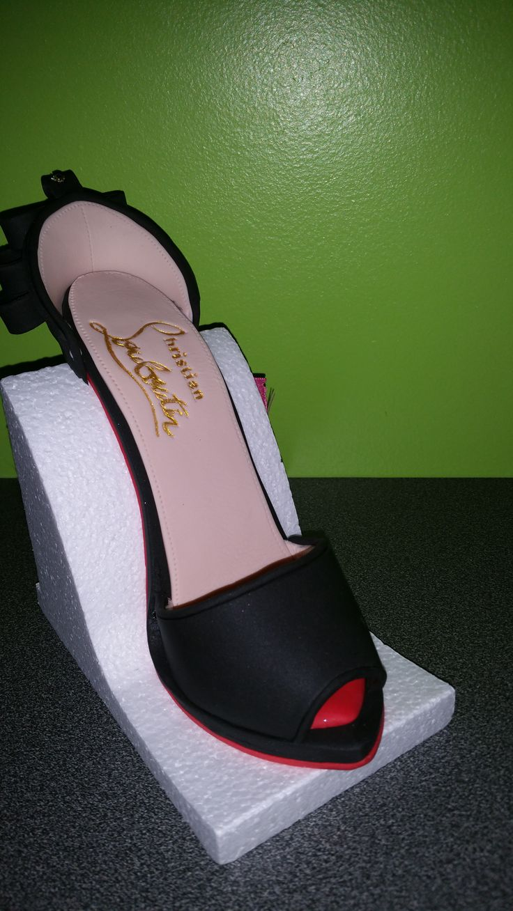 Modelage chaussure escarpin Louboutin https://www.facebook.com/pages/Miss-CupN-Cakes/552696768162358