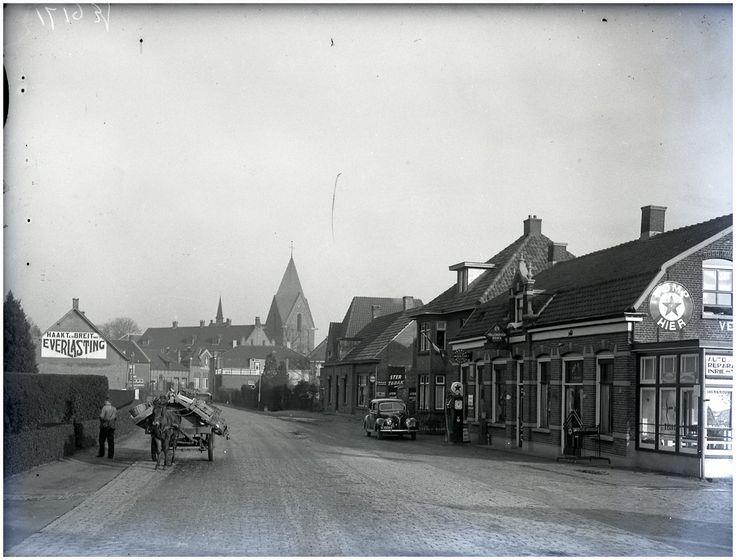 Heeze, Oude Stationsstraat, gezien richting 'St. Martinuskerk'. 1938