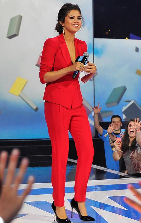 Selena Gomez at We Day California wearing an Emporio Armani suit. She looks gorgeous!    51      17