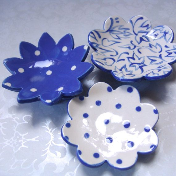 blue pottery dishes : set of 3 / delft blue por maryjudy en Etsy
