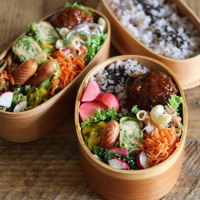 ぽかぽか天気のピクニック日和には  早起きしてお弁当作りにいそしみたい。  曲げわっぱに詰められた  おかずいっぱいの色彩弁当は  蓋を開けた瞬間にお腹がぐ〜っと鳴ってしまいそう。  @cao_lifeさんの作るお料理は、  彩りと栄養のバランスが抜群に整っており  是非とも参考にしたいものばかりです♡ #regram #locari #ロカリ  #locari_kitchen #ロカリキッチン  #ピクニック日和 #色彩弁当 #曲げわっぱ  #主婦の鏡 #美味しく健康に  #lunchbox #picnic
