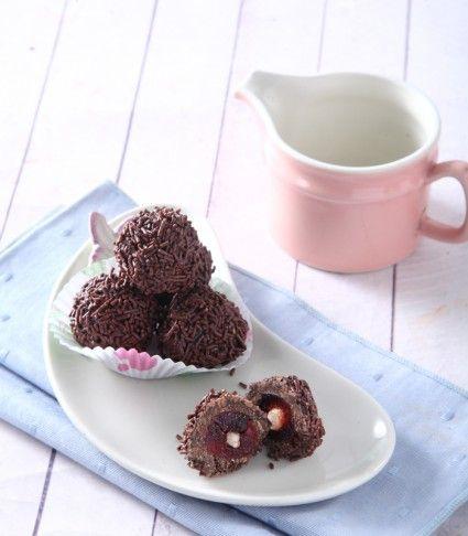 Bola-bola brownies cokelat, kudapan favorit untuk si kecil. Mari lihat resepnya.