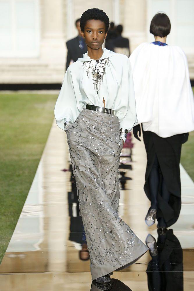 a245eff5feff Новый дизайнер Givenchy эффектно представила коллекцию на Неделе высокой  моды в Париже – Ярмарка Мастеров