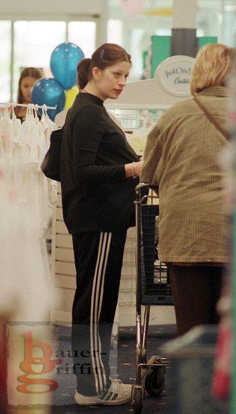 8 months pregnant becky