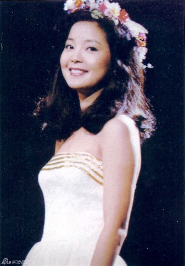 Teresa Teng, born on January 29, 1953, was a Taiwan pop singer. Description from english.cri.cn. I searched for this on bing.com/images