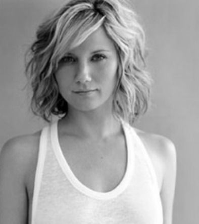 I'm thinking I want bangs, but I'm trying to figure out a good way to do it with my naturally wavy/curly hair...
