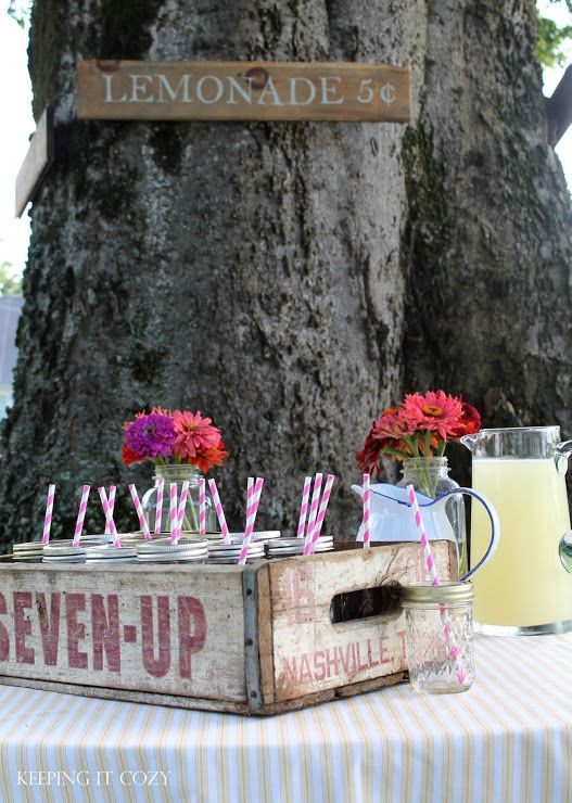 We love this lemonade stand for a summer party!: Lemonade Parties, Kids Parties, Summer Birthday Parties, Cozy Mason, Lyla Birthday, Summer Parties, Parties Ideas, Mason Jars Love, Birthday Deco
