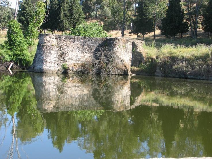 Restos de las estructuras defensivas del ejército francés en Lugar Nuevo, en el río Tajo.