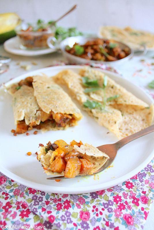 Rava dosa (crêpes indiennes salées) garnies de patate douce et lentilles corail masala, et chutney de mangue aux épices (sans gluten, vegan) • Indian savory thin crepes / pancakes, sweet potatoes, red lentils and masala spiced mango chutney (gluten free, vegan)  #India #Inde #world #food #dish #végétarien #vegetarian
