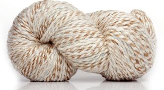 Lana. Ramírez, línea fantasía de Nube. Es un material muy flexible y versátil. Algunas piezas tejidas con este hilado: http://bigua-telar.blogspot.com/2013/10/manta-adornada-con-cintas-y-vainillas.html?spref=tw http://bigua-telar.blogspot.com/2013/11/practico-y-original.html?spref=tw