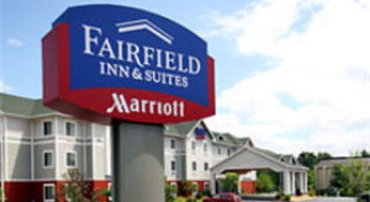 Fairfield Inn and Suites White River Junction White River Junction Located just 2.8 miles from Lebanon Municipal Airport, this hotel offers spacious rooms with a 32-inch LCD TV.  Free Wi-Fi and free parking are available.