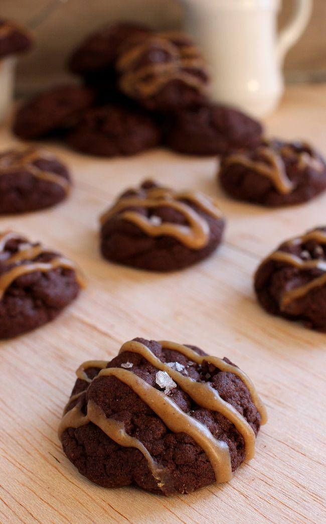 Wicked sweet kitchen: Pehmeät suklaa & maapähkinävoikeksit sormisuolalla