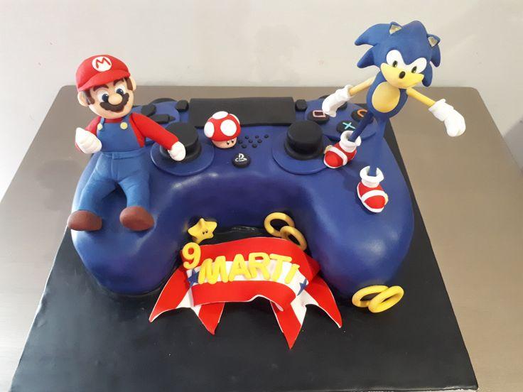 Muy buenas tardes!!!!!! En esta ocasión os enseño la última tarta que he hecho. Es el mando de una PS4…. una partidita deliciosa! Martí estaba encantado con tener un pastel con el Sonic y Mar…