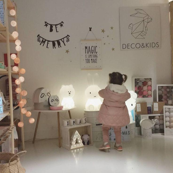 Ambiente navideño y muy animado en el #singularesinventoryroom. Os esperamos hoy y todo el fin de semana! Passatge dels Camps Elisis 9, Barcelona #decoandkids