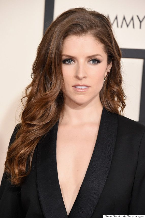 Anna Kendrick kept her menswear-inspired look simple, but her sexy loose waves, black eyeliner and peachy-nude lip gloss amped up her overall vibe.