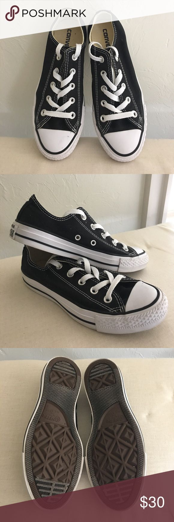 🖤Low top black Converse shoes!🖤 Women's Size 6 black converse. Great condition!  I'm a 6.5-7 normally so they run big. Converse Shoes Sneakers
