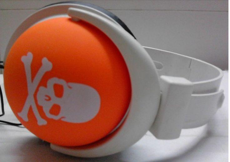 Auricolari da giovani per non ascoltare, ed apparecchi acustici da vecchi per sentire | GaiaItalia.com