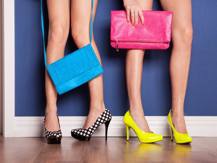 Borse clutch glamour per l'estate: comprale on line