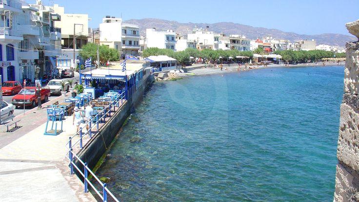 Η μεγαλύτερη σε πληθυσμό πόλη του ανατολικότερου νομού της Κρήτης, η τέταρτη μεγαλύτερη πόλη της Κρήτης και νοτιότερη της Ελλάδας, βρίσκεται 35 χιλιόμετρα νότια του Αγίου Νικολάου.