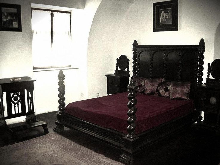 186 best gothic and steampunk images on pinterest bedrooms bedroom and gothic furniture. Black Bedroom Furniture Sets. Home Design Ideas
