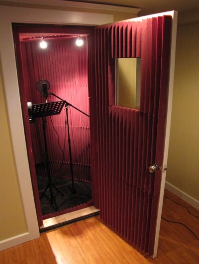 Very similar to the sound booth I've just built at home for voiceovers.