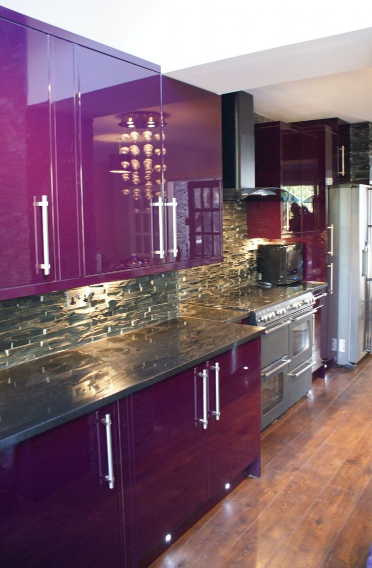 Modern purple kitchen design inspiration with glossy purple kitchen  cabinets and nature stone kitchen backsplash.