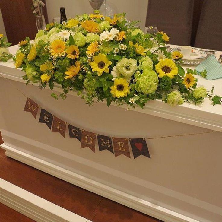 大好きなひまわりとガーベラメインにローマンカモミールという小花と ミントなどのハーブで作られた高砂装花です!