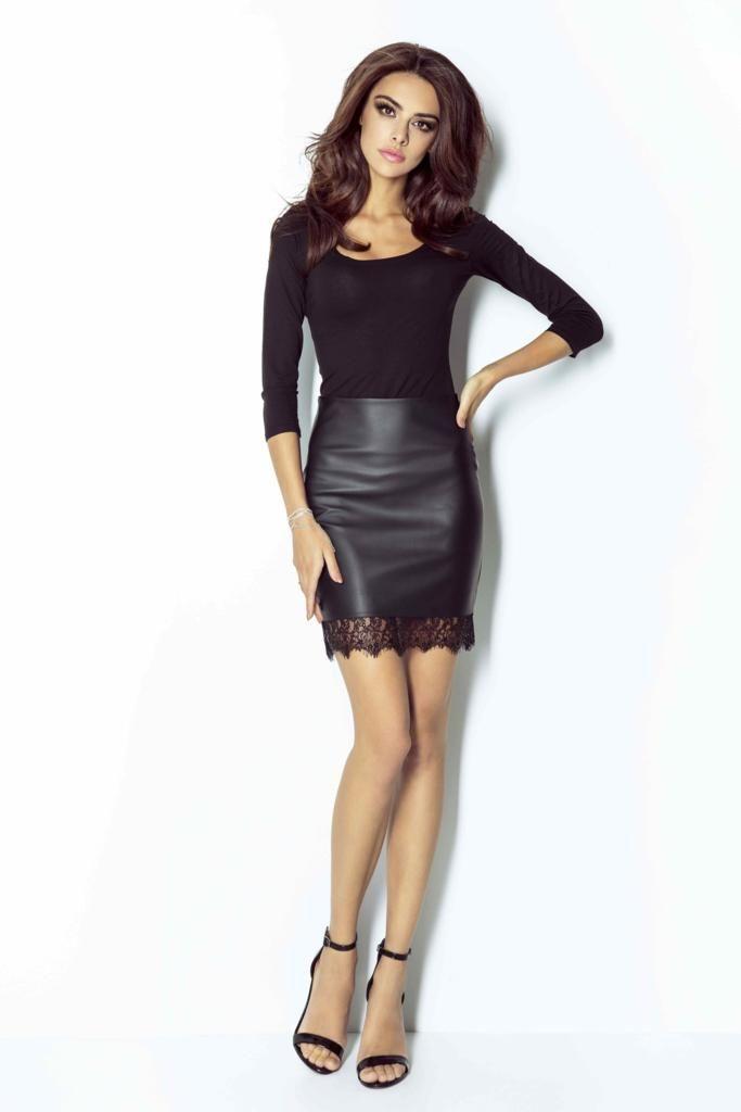 1969d677bbf Osez la jupe courte en simili-cuir ! On aime sa finition en dentelle en