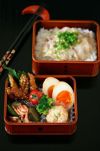 Japanese Bento Lunch (Pork Yakiniku on Rice, Potato Salad, Soft-Boiled Egg)|豚バラねぎ塩焼き弁当