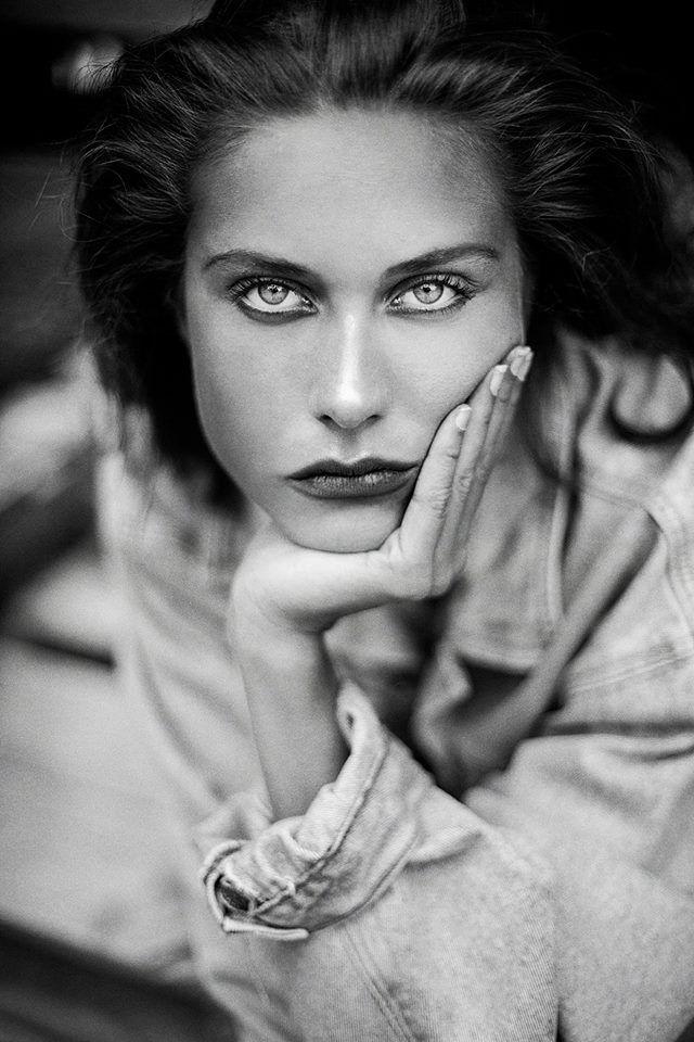 Modèle Ariane P. @ Folio  Photographe Dariane Sanche #beauty #Blackandwhite