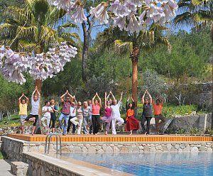 Yoga-Urlaub mit Gleichgesinnten in der Türkei. Reisedetails online unter: http://www.neuewege.com/Yoga-Reisen/Tuerkei/Lykische-Kueste/Seminar-Center-Olympos-Mitos-Yoga-Entspannung-und-lebendige-Kultur-_5TRH0800
