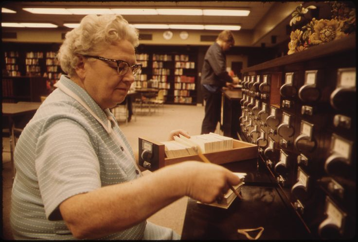 Librarian_at_the_card_files_at_a_senior_high_school_in_New_Ulm,_Minnesota.jpg (JPEG Image, 3000 × 2032 pixels)