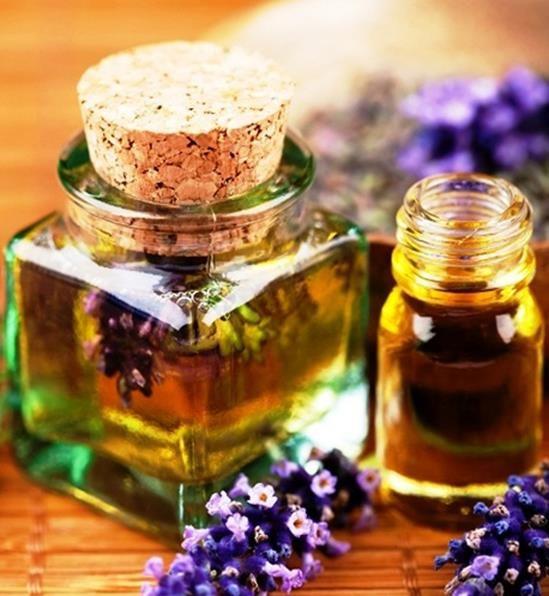 Gli oli essenziali migliori per prenderci cura della nostra pelle, proteggendola e rendendola più bella