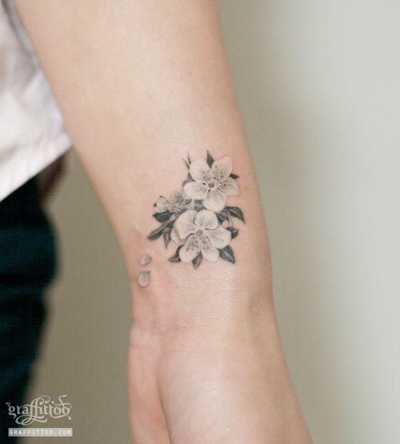 벚꽃 타투 by 타투이스트 리버. Cherry Blossom Tattoo. 벚꽃 타투. 꽃 타투. 손목 타투. 여성 타투. 그라피투. 분당 타투